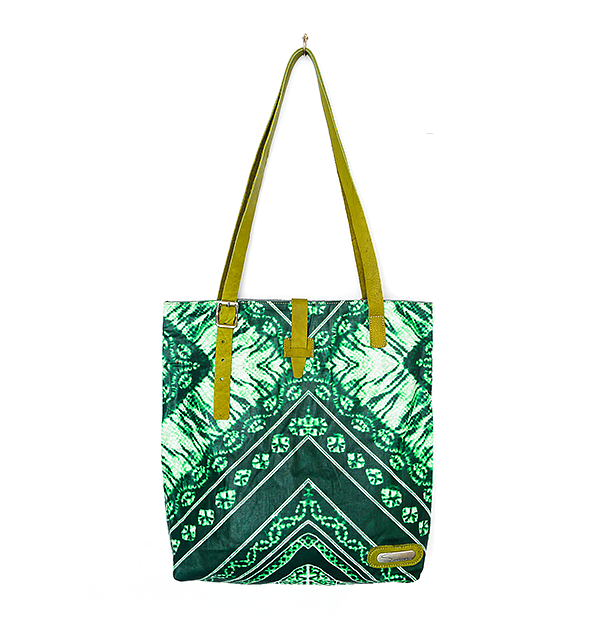 CITY TOTE. PRINT. GREEN BATIK